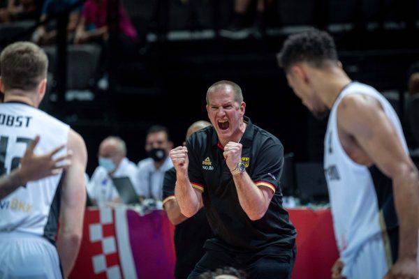 Bundestrainer Henrik Rödl jubelt nach dem Finalsieg in der Olympia-Quali!