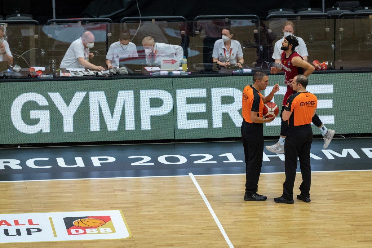 GYMPER-Werbung beim Basketball-Supercup.