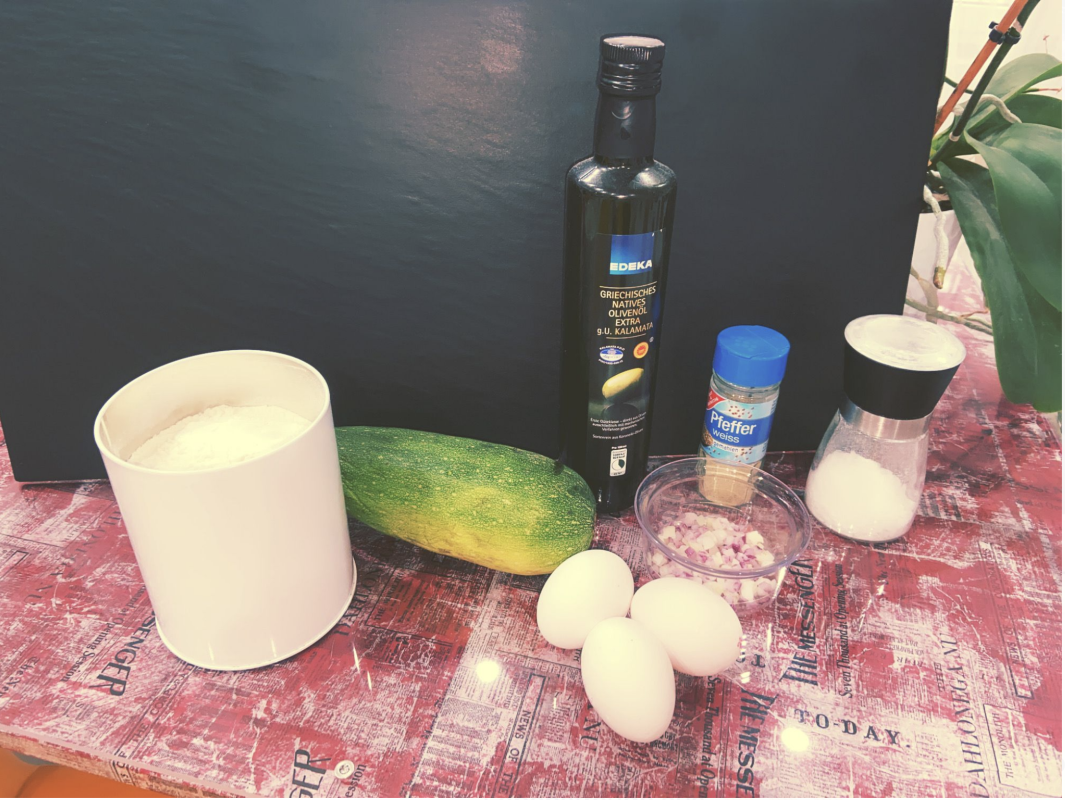 Die Zutaten für die Zucchini-Taler